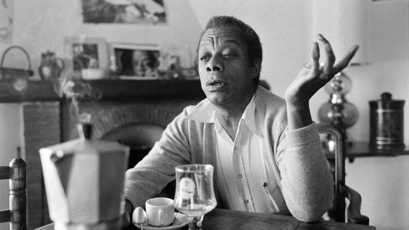James Baldwin: Der Schriftsteller James Baldwin in seinem Haus in Saint-Paul-de-Vence, Frankreich 1979