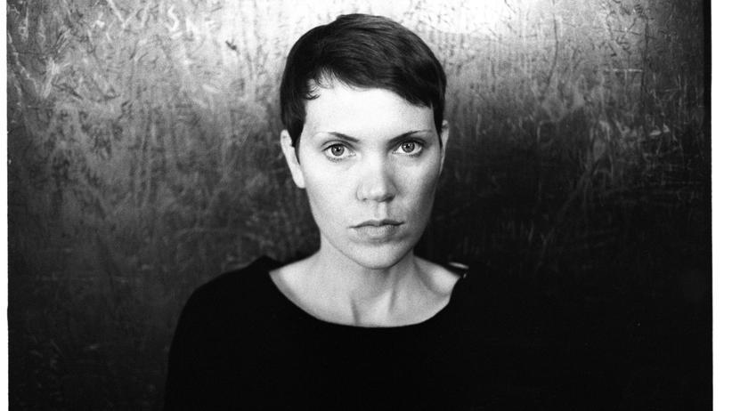 """""""Ein liebendes, treues Tier"""": Josephine Rowe, geboren 1984 in Queensland, hat bereits mehrere Erzählungen veröffentlicht. """"Ein liebendes, treues Tier"""" ist ihr Debütroman."""