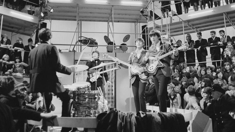 """""""Jugend Pop Kultur"""": Nicht nur die Helden, auch die Fans erschufen einst die Popkultur: die Beatles bei Fernsehaufnahmen im Jahr 1964."""