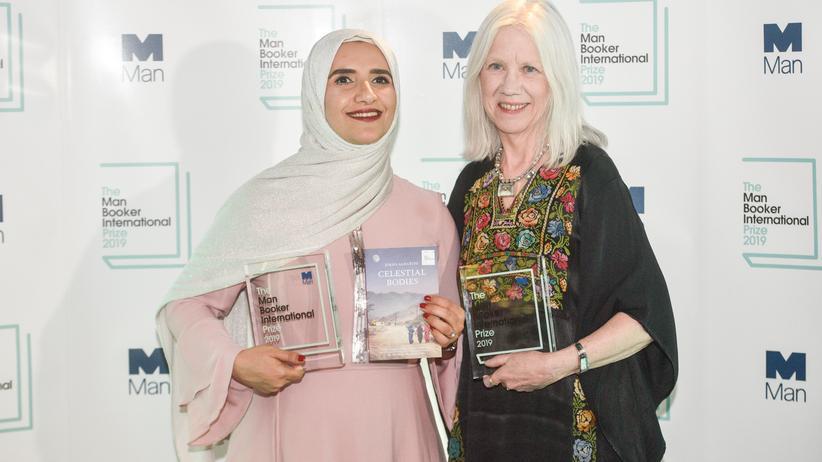 Literaturpreis: Autorin Jokha Alharthi zusammen mit ihrer Übersetzerin Marilyn Booth