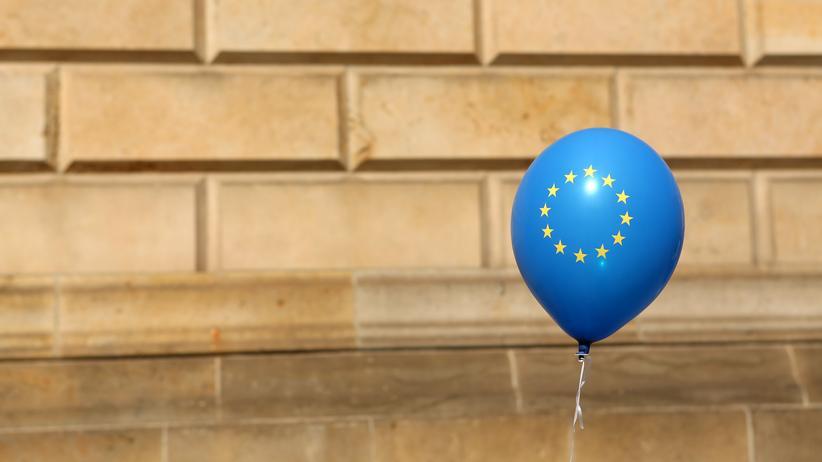 """""""Twelve Stars"""": Zwölf Sterne und viel heiße Luft? Nein, die pro-europäischen Intellektuellen haben was zu sagen."""