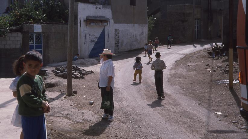 Konflikt in Syrien: Kindheit in Syrien: Foto aus der Stadt Kalaat al-Madik im Juni 1994
