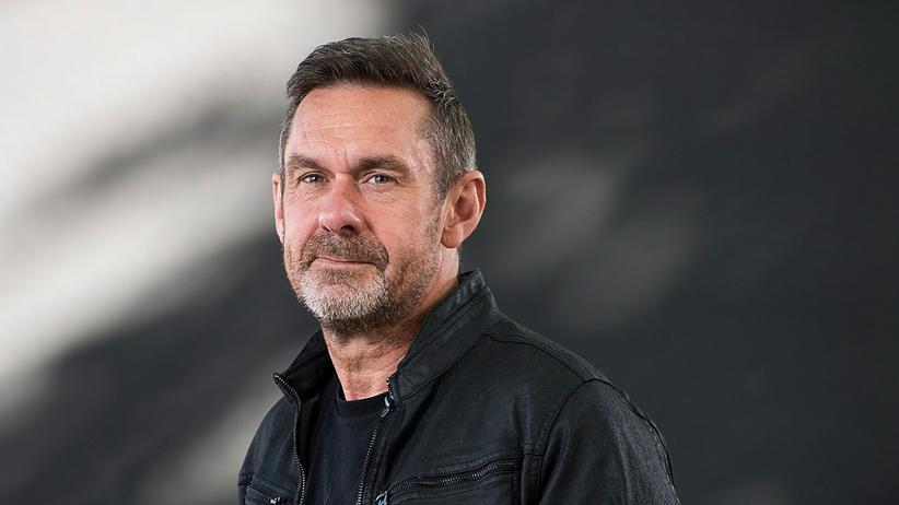 """Paul Mason: Paul Mason ist ursprünglich als Fernsehjournalist in Großbritannien bekannt geworden, zunächst für die BBC und später für Channel Four. Mittlerweile ist er vor allem als Sachbuchautor tätig. Sein Buch """"Postkapitalismus"""" (Suhrkamp) war 2016 für den Deutschen Wirtschaftsbuchpreis nominiert."""