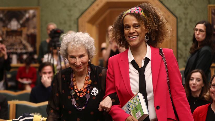 Literaturpreis: Gemeinsame Siegerinnen: Margaret Atwood (l.) und Bernardine Evaristo bei der Verleihung des Booker-Preises
