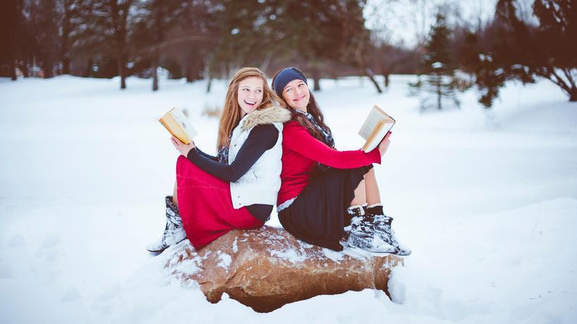 Lesen: Das winterliche Lesevergnügen degeneriert zur Pose, während die tatsächliche Lektüre in der Krise ist.