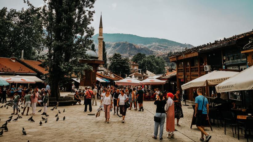 Bosnien: Drei Sprachen mit dem Gehalt von einer