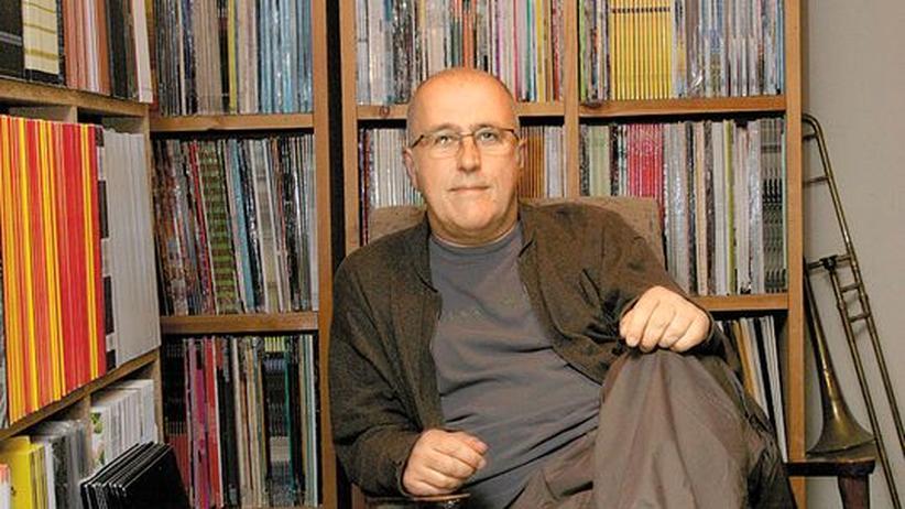 Rare Musik von Honest Jon's: Dealer und Therapeut: Mark Ainley inmitten seiner gesammelten Vinylschätze