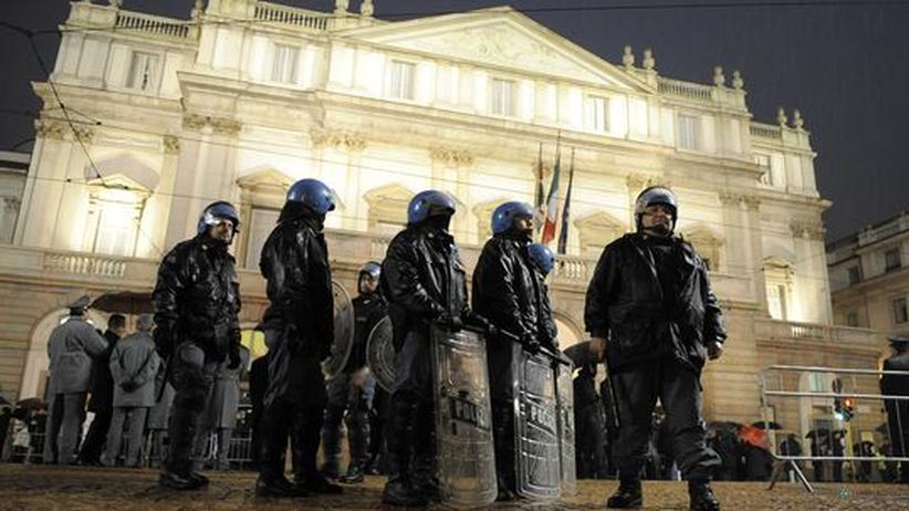 Mailänder Oper: Polizisten sollen am Abend der Saisoneröffnung die Mailänder Scala vor Demonstranten schützen