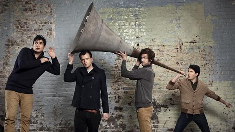 Pop von Vampire Weekend: Vier Vampire und ein Megaphon: Rostam Batmanglij, Chris Baio, Christopher Tomson und der Sänger Ezra Koenig (von links)