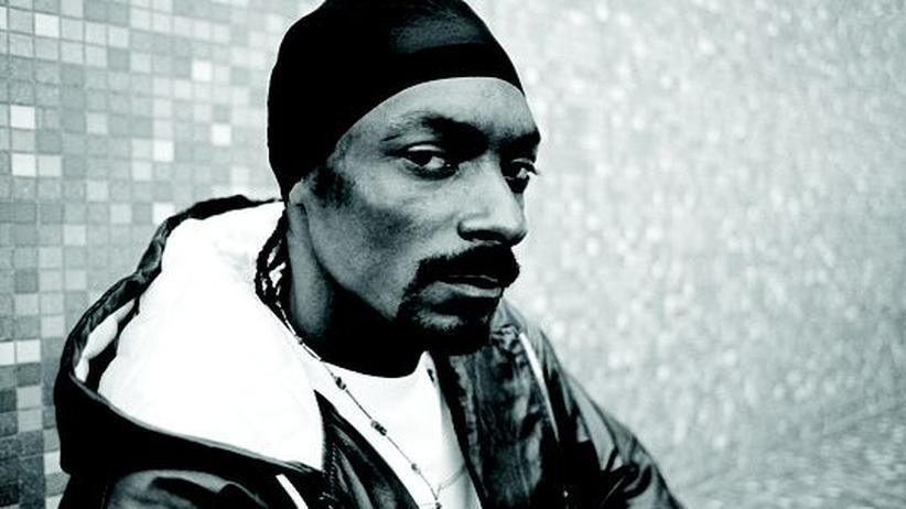 """Ich habe einen Traum: Snoop Dogg, 38, heißt mit bürgerlichem Namen Calvin Cordozar Broadus Jr. Sein Spitzname geht zurück auf die Comicserie """"Die Peanuts"""". Zuletzt erschien sein Album """"Malice 'n Wonderland"""""""