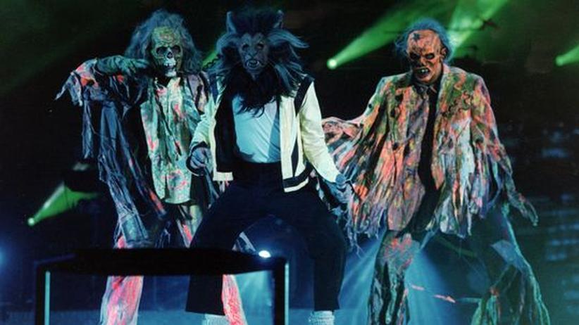 "Verstorbene Popstars: Michael Jackson (Mitte) 1984 zwischen den Zombies, die er in ""Thriller"" besingt"