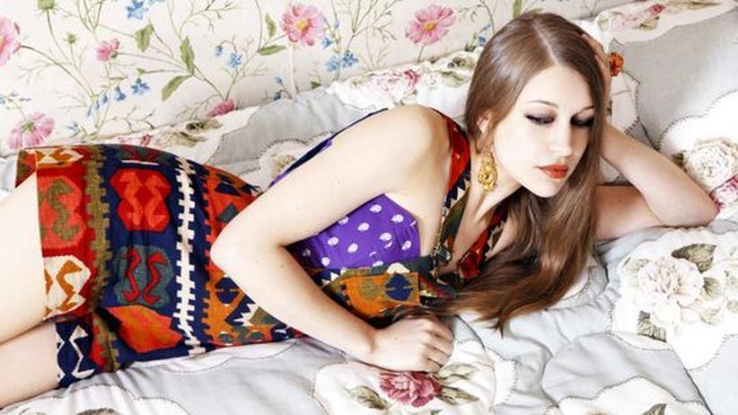 Folkpop von Joanna Newsom: Vom Burgfräulein zum Vamp: Joanna Newsom auf Blickfang in der Welt der Modemagazine