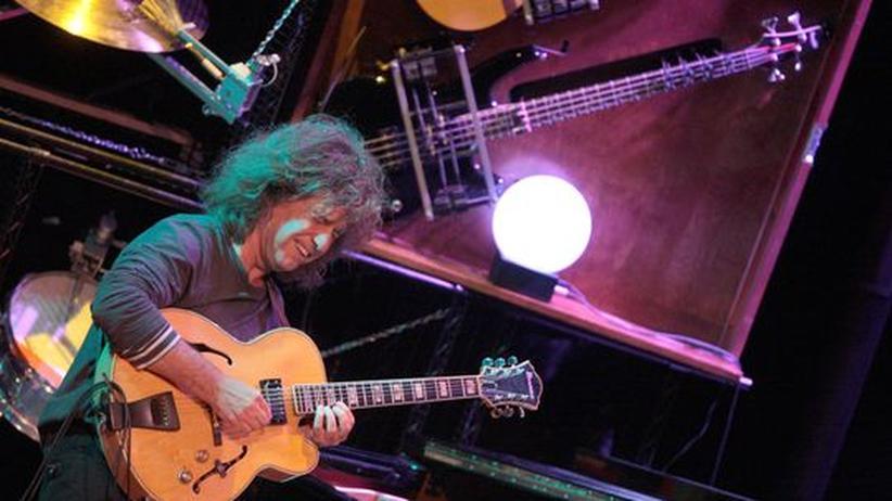Pat Metheny im Konzert: Mann mit Maschinen: Pat Metheny zeigt seine Instrumente