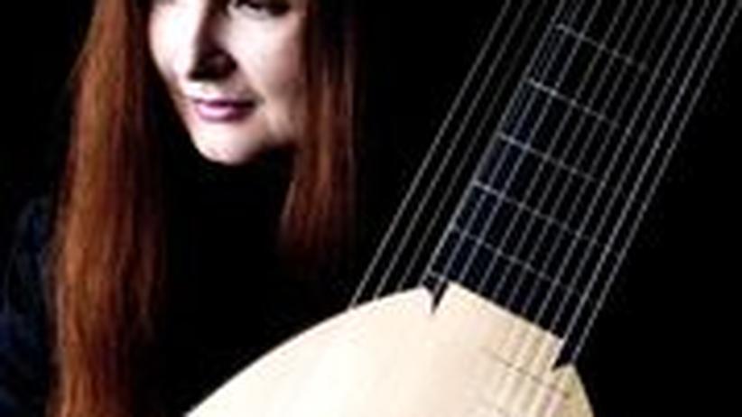 Christina Pluhar: Gründlich bis in den Fliegendreck der Noten: die Lautenistin Christina Pluhar