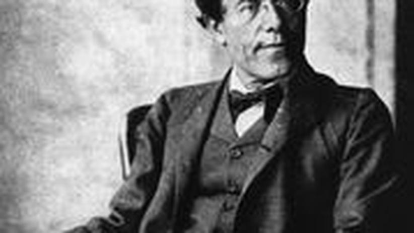 150 Jahre Gustav Mahler: Gustav Mahler im Lehnstuhl: Als der Komponist 1907 Hofoperndirektor in Wien wurde, machte Moritz Nähr eine berühmte Fotoserie