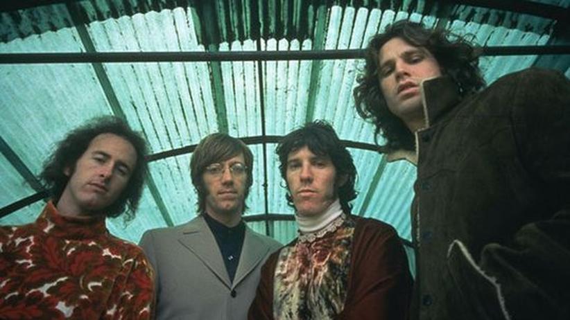 Film über The Doors: Vielen galt sie als gefährlichste Band Amerikas: Die Doors mit Robby Krieger, Ray Manzarek, John Densmore und Jim Morrison (von links nach rechts)