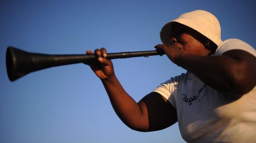 Vuvuzelas: Wer aus der Vuvuzela einen Ton bekommen will, muss auf die richtige Lippenspannung achten