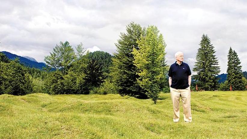 Alexander Kluge: Alexander Kluge am 3. August, 10 Uhr, vor Schloss Elmau in Oberbayern