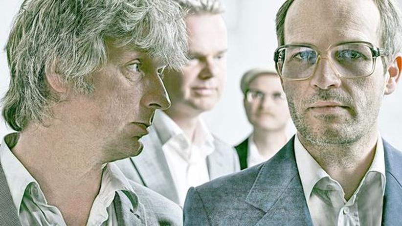 Pop von Erdmöbel: Ekki Maas, Wolfgang Proppe, Christian Wübben und der Sänger Markus Berges (von links) wollen immer da sein, wo der Zeitgeist gerade nicht ist