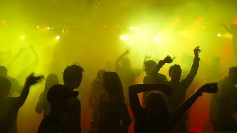 Clubkultur: Der Moment im Kollektiv: Wenn der Bass aussetzt, fliegen die Hände der Tänzer in die Höhe