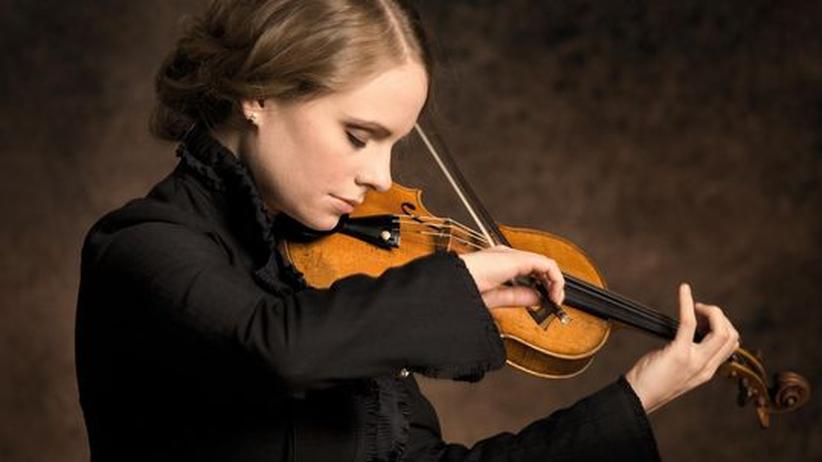 Geigerin Julia Fischer: Mit leichtem, offenem Ton nähert sich Julia Fischer dem Teufelsgeiger Paganini