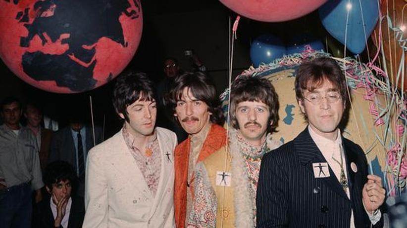 Beatles zum Download: Die Beatles im Juni 1967 in den EMI-Studios in der Londoner Abbey Road