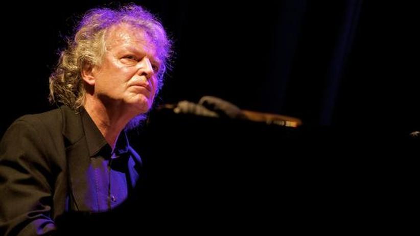 Jazzpianist Joachim Kühn: Der 66-jährige Joachim Kühn auf der Bühne