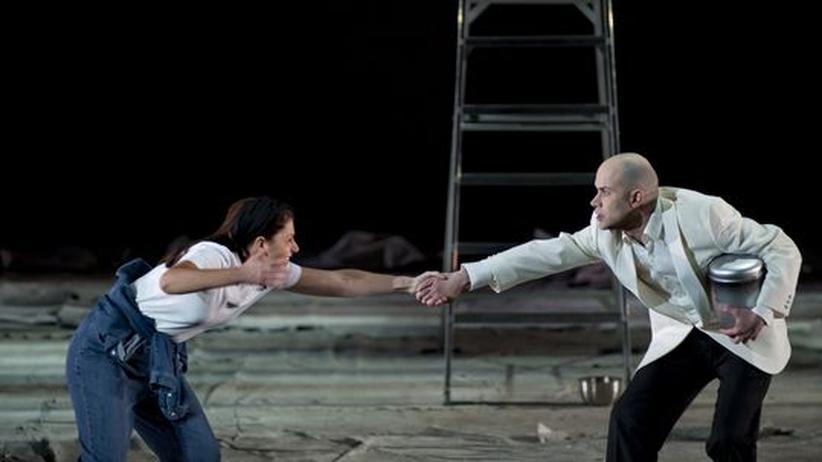 """Antigona"" in Berlin: Dunkel, traurig, groß"