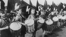 Trommelnde Mitglieder der Hitlerjugend, 1937