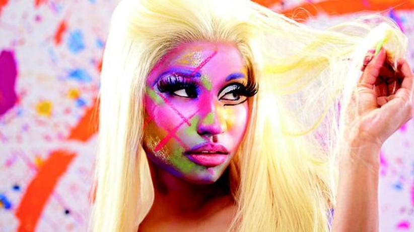 Popsängerin Nicki Minaj: Anziehpuppe, Ausziehpuppe