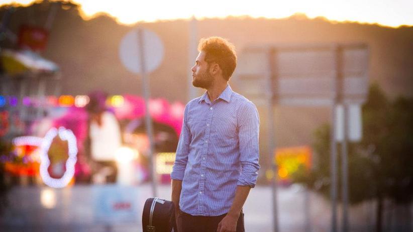 Folkpop von Passenger: Ein Banjo auf der Verkehrsinsel