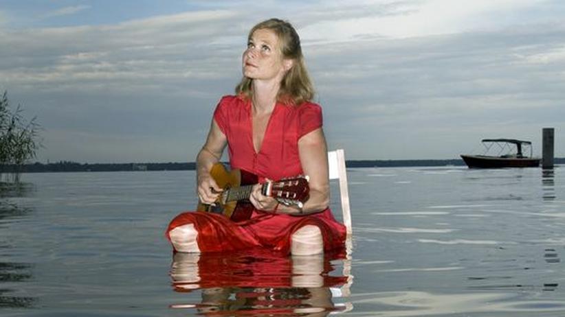 Bernadette La Hengst: Zwischen Hauptstrom und Seitenarm: La Hengst in ihrem Element