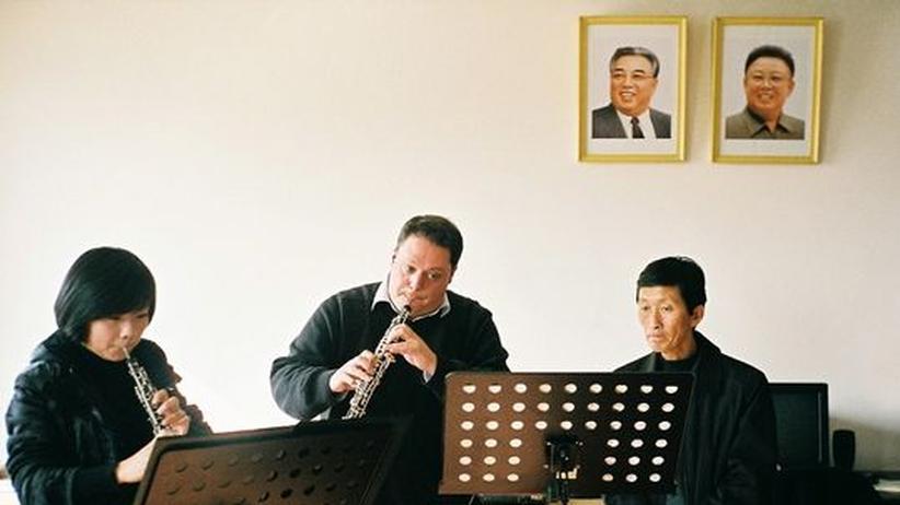 Musiker-Treffen in Nordkorea: Musiker des Münchner Kammerorchesters und des Konservatoriums in Pjöngjang bei der Probe.