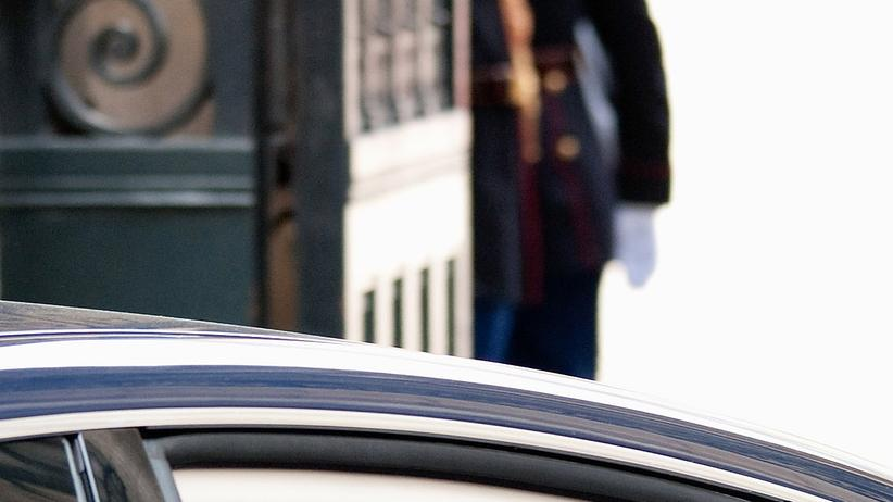 Carla Bruni: Zwei Küsschen, und weg ist sie