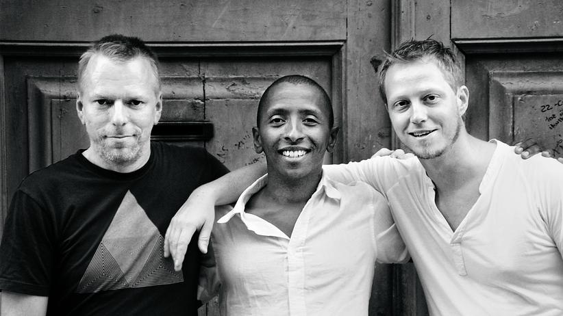 Jazz: Martin Tingvall, rechts, komponiert bewegende Balladen. Omar Rodriguez Calvo und Jürgen Spiegel an Bass und Schlagzeug verdichten sie zu Jazz. Mit großem Erfolg