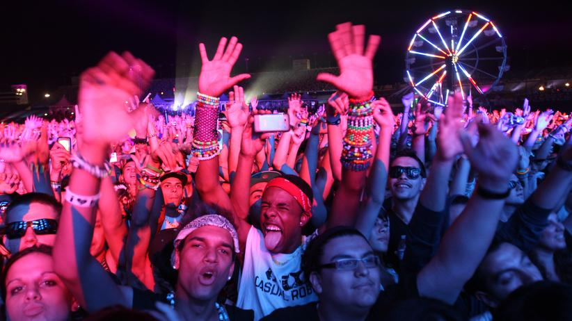 Electronic Dance Music: Feiernde Massen während des Electric Daisy Carnival in Las Vegas 2011
