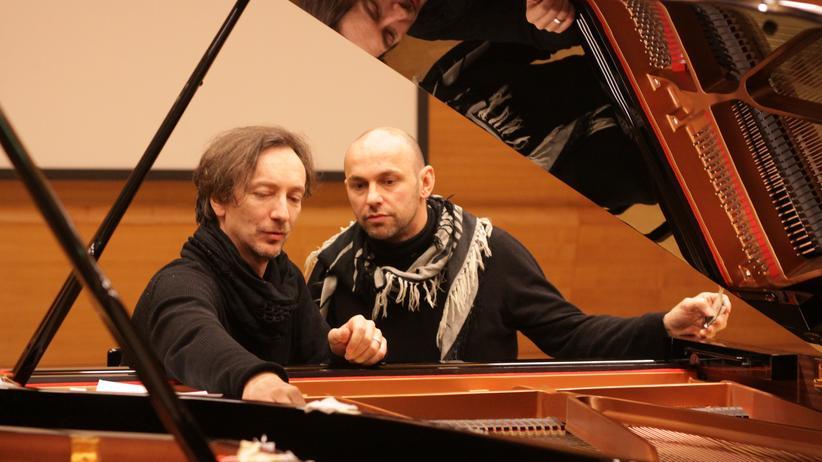 Hauschka und DJ Henrik Schwarz: Hauschka und Schwarz (von links) am Flügel