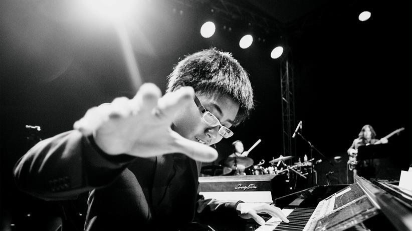 Jazztrios: Auch A Bu, das 15-jährige Klavierwunderkind aus Peking, spielt Jazz im Trio.