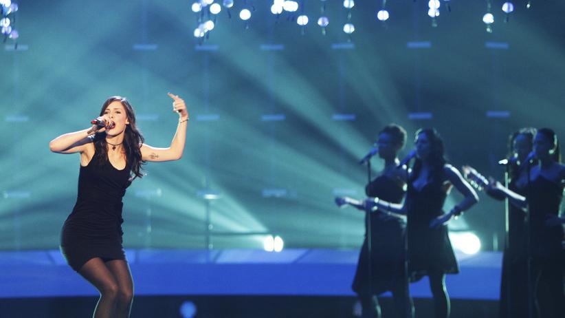 """Chart-Hits: Schräg, aber dank der Popformel eingängig genug: Lena Meyer-Landrut mit """"Satellite"""", 2010 auf der Bühne in Oslo"""