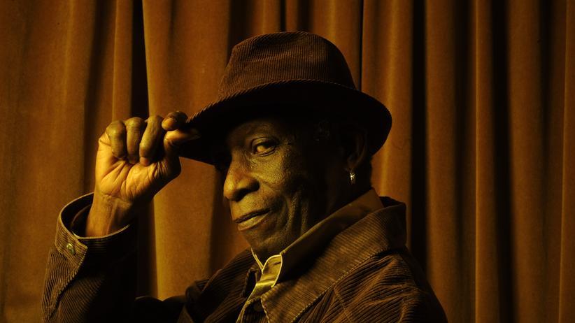 Der nigerianische Schlagzeuger Tony Allen, 74