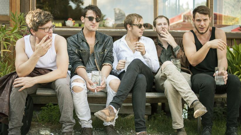 Wanda: Rauchen und rumhängen als Hobbys: Marco Michael Wanda (Zweiter von rechts) mit seiner Band