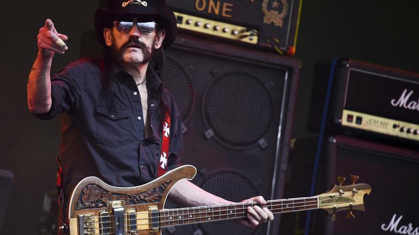 Motörhead-Frontmann Lemmy Kilmister auf der Bühne