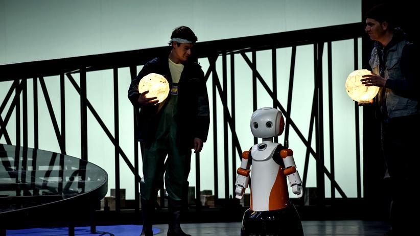 """Oper """"Stilles Meer"""": Solist und Roboter in Tokio Hosokawas Oper """"Stilles Meer"""""""