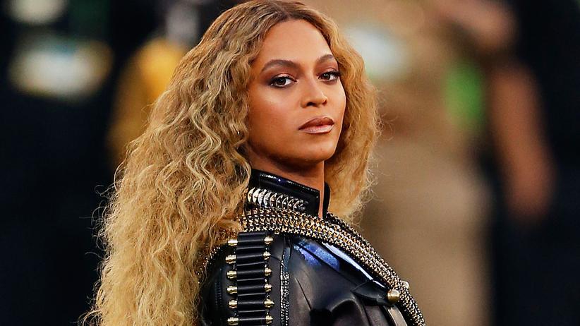 Beyoncé: Beyoncé während ihres Auftritts in der Halbzeitpause des Superbowl