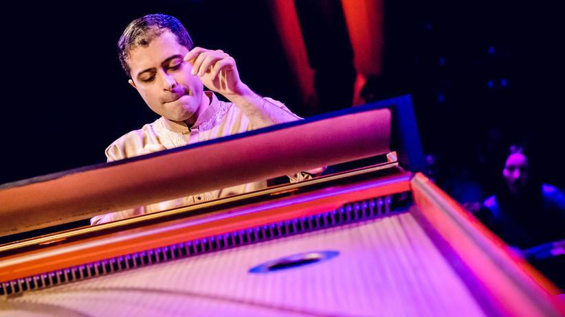 Philharmonie Köln: Der iranisch-britische Cembalist Mahan Esfahani
