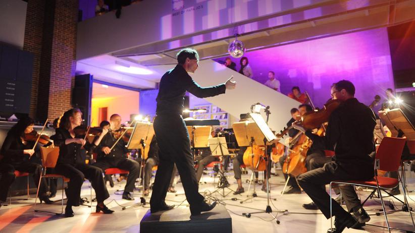 Neue Musik: Evan Christ, der Dirigent des Philharmonischen Orchesters Cottbus, bei der Arbeit