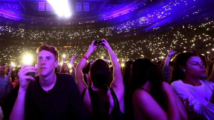 Popkonzerte: Wichtig ist auch, dass einem ein Licht aufgeht: ein Konzertsaal voller Menschen und Telefone.