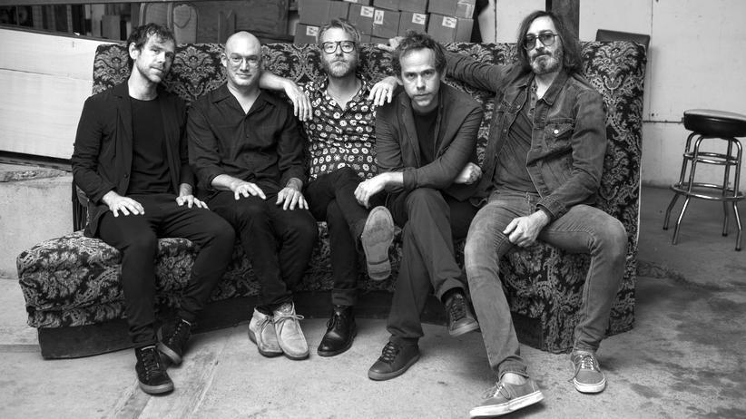 The National: Unbeirrbare Melancholiker: Der Sänger Matt Berninger (Mitte) und seine Bandkollegen