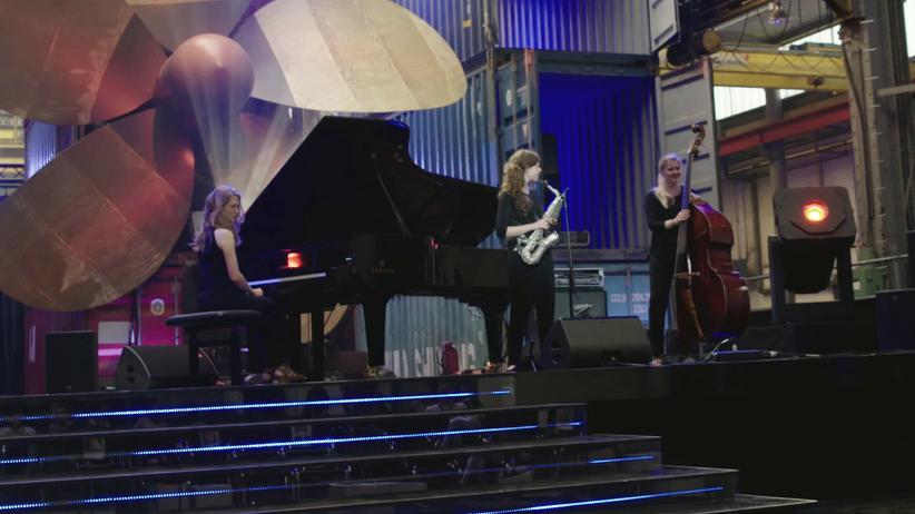Anna-Lena Schnabel (Mitte) während der Generalprobe zu ihrem Auftritt beim Echo Jazz