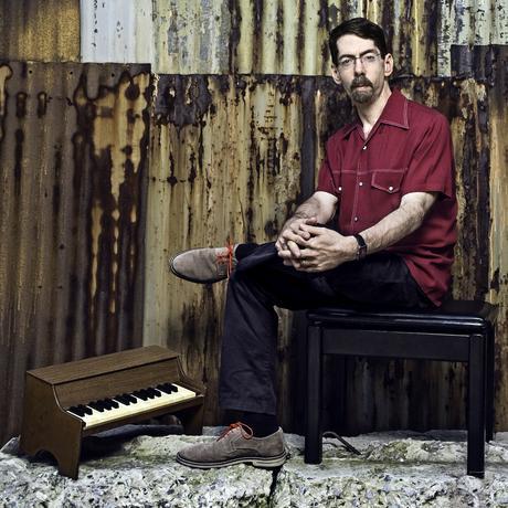 Fred Hersch: Fred Hersch wurde 1955 in Cincinnati, Ohio, geboren. Er ist einer dermeist gefeierten Jazzpianisten der Welt.